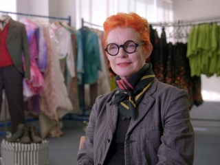 Mary Poppins Returns: Sandy Powell On Mary Poppins' Arrival Costume
