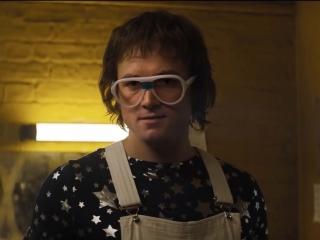 Rocketman: Taron Egerton Is Elton John (Featurette)