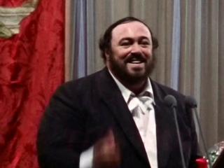 Pavarotti: All Smiles