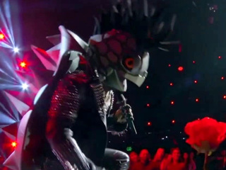 The Masked Singer: Turtle Performs Kiss From A Rose By Seal