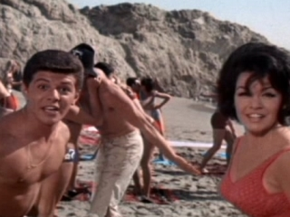 Beach Blanket Bingo Trailer (1965) - Video Detective