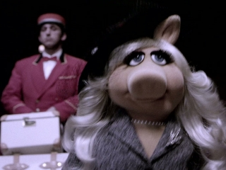 The Muppets: The Pig With The Froggy Tattoo
