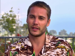 Savages: Taylor Kitsch On Chon (2012) - Video Detective