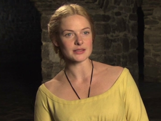 The White Queen: Dressing The Queen