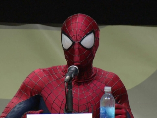 The Amazing Spider-Man 2: Becoming Peter Parker (Featurette)