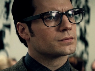 Batman v Superman: Dawn Of Justice (International Trailer 4)